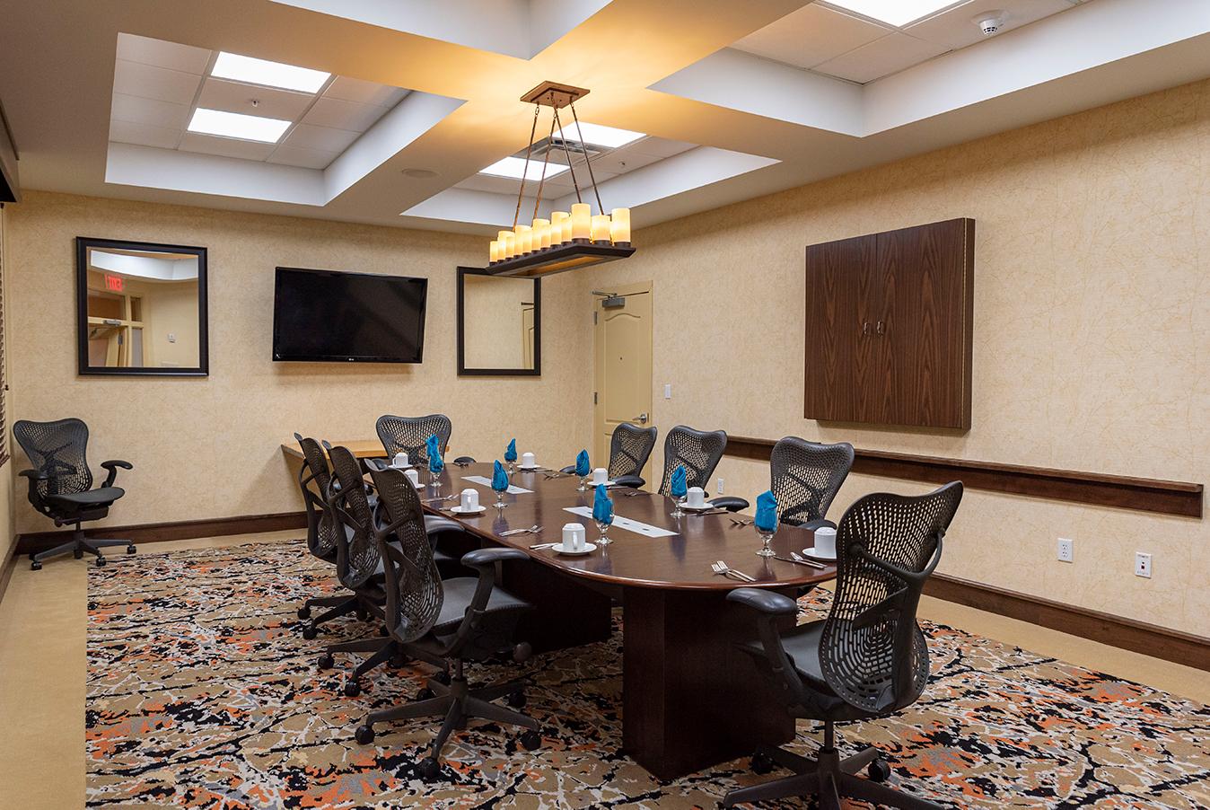 smBlack River Boardroom – HiltonInteriors_9